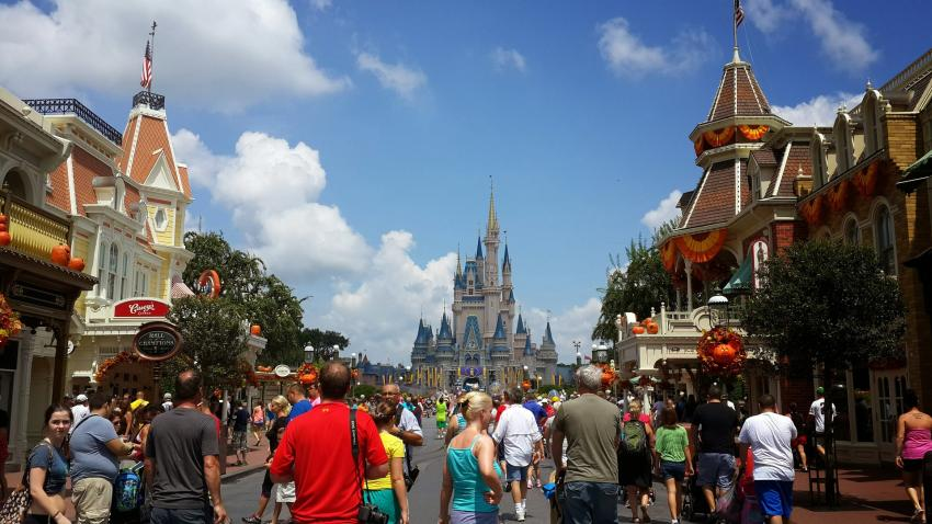 Empleado de restaurante en Disney World diagnosticado con hepatitis A