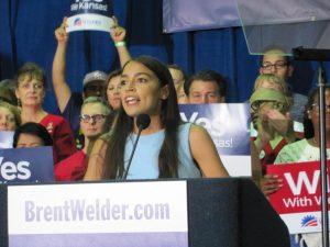 Congresista socialista Alexandria Ocasio-Cortez propone subir a 70% los impuestos de los ricos para pagar por programas sociales y detener el cambio climático