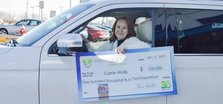 Esposa de un trabajador federal suspendido por el cierre de gobierno, gana la lotería de Virginia y un SUV