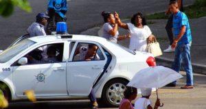 En vísperas del 60 aniversario del régimen, Seguridad del Estado arrestó a Damas de Blanco
