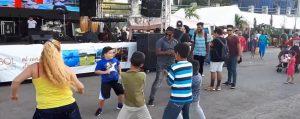Niños y adultos celebraron el Día de los Reyes bailando reguetón en La Piragua
