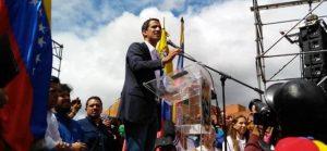 Juan Guaidó se proclama presidente interino de Venezuela
