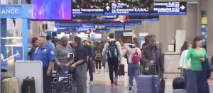 Cierre de una terminal en el Aeropuerto Internacional de Miami ha generado malestar entre los viajeros