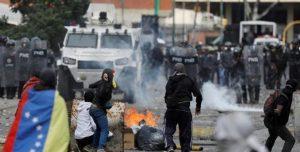 Más de una docena de muertos y casi 300 venezolanos detenidos, por las protestas para que Nicolás Maduro deje el poder
