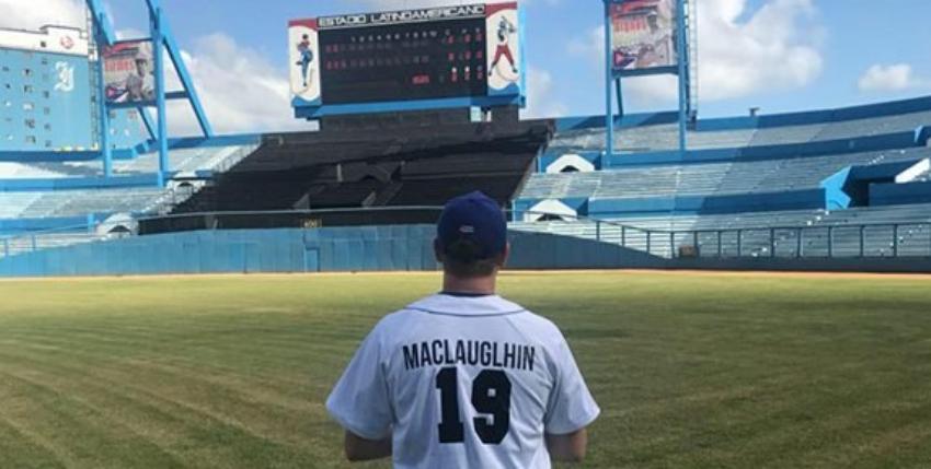 Estadounidense apuesta por jugar béisbol en Cuba, su sueño es integrar el equipo de Industriales