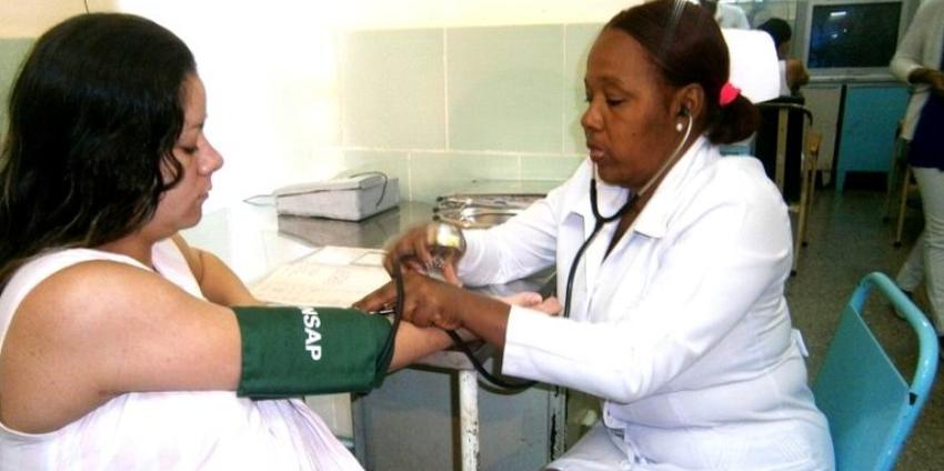 Policlínicos y hospitales cubanos se ven grandemente afectados por el incremento de bajas de los trabajadores de la salud