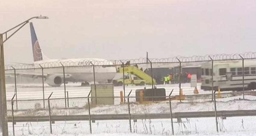 Avión de United Airlines se sale de la pista al aterrizar en el aeropuerto de Chicago; no se reportan heridos