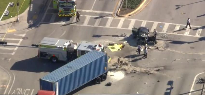 Un conductor murió luego de ser arrojado de un auto luego de un accidente con un camión