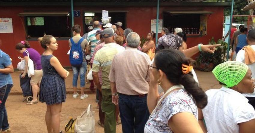 Cubanos hablan sobre la crisis alimentaria en Cuba, no hay huevo, ni pan, parece tampoco habrá papa