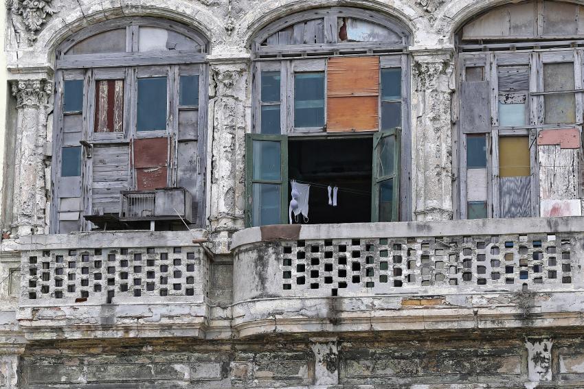 Cuba anuncia demolición de edificio en malas condiciones ocupado por varias personas sin vivienda de manera ilegal