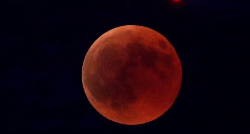Prepárese para disfrutar de eclipse lunar, superluna y luna de sangre el domingo en la noche