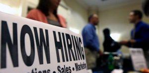 Empleadores agregaron 312.000 empleos en diciembre. La tasa de desempleo en EEUU asciende al 3.9%