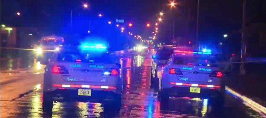 Asesinan a dos policías en Miami tras una disputa por dinero