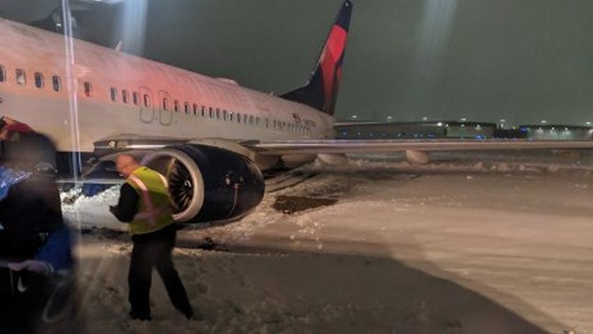 Avión de Delta se salió de la pista el domingo por la mañana debido a las condiciones del clima