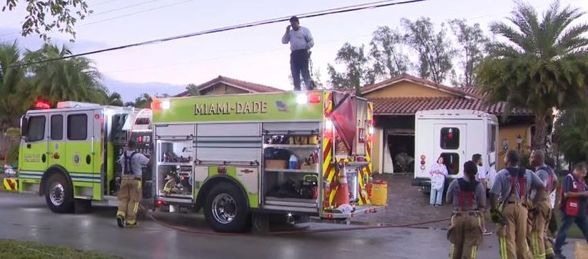 Dos perros mueren en un incendio en una vivienda de Miami; la familia se queda sin hogar