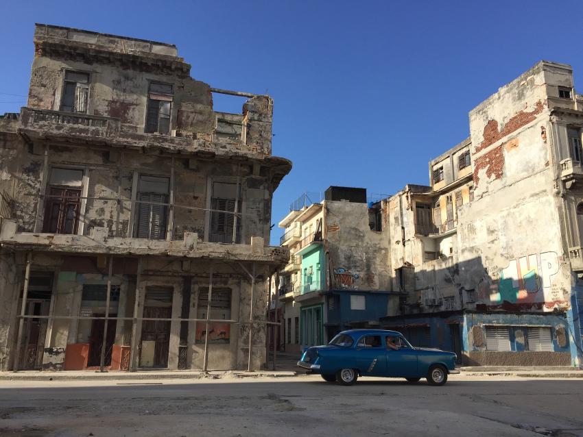 Gobierno cubano se aprovecha de los derrumbes para albergar a los residentes y construir hoteles de lujo