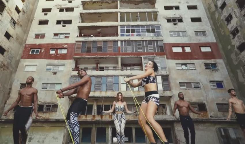 """Espectacular coreografía de la bailarina cubana Lía Rodríguez con el tema """"Me Voy"""" de Cimafunk"""