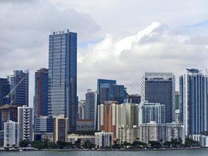 Venta de casas unifamiliares de precio medio en el área de Miami aumentaron un 9.4% en Diciembre
