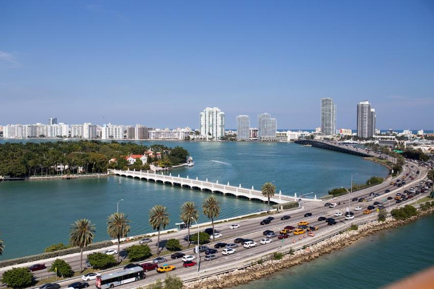 Se espera más tráfico del habitual para entrar y salir de Miami Beach por cierre de carriles en MacArthur Causeway