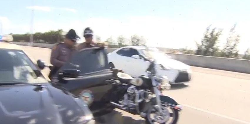 """La policía pide a los conductores obedecer la ley de """"Move Over"""" en las carreteras"""