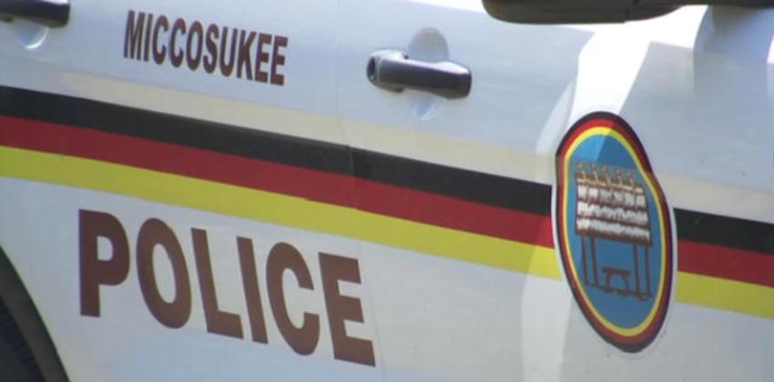 Oficial de la Policía de Miccosukee arrestado por golpear a su novia