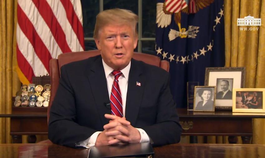 Presidente Trump insta a la financiación del muro para arreglar la 'crisis' en la frontera y acabar con la crisis humanitaria
