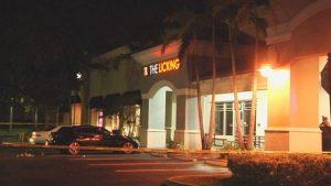 Disparan y roban a un empleado de empresa que transportaba dinero fuera de un restaurante en el Sur de la Florida