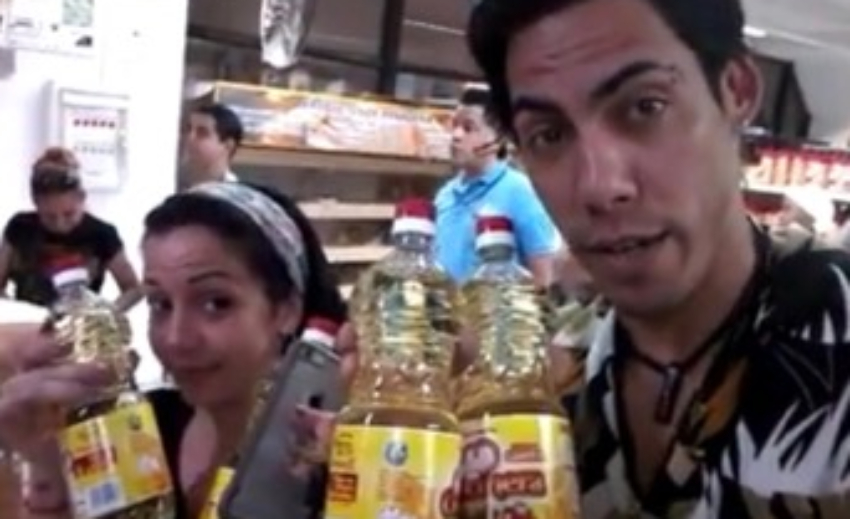 Racionan la venta de aceite comestible en divisa en Carlos III: Dos botellas por persona