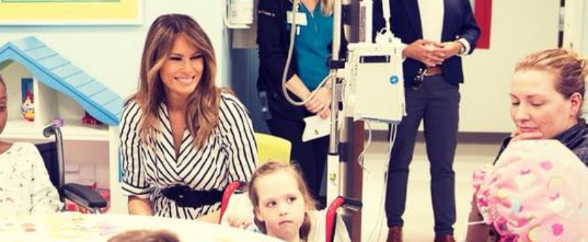 Melania Trump visita el Nicklaus Children's Hospital en Miami