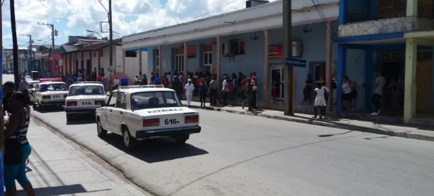 Tumulto por venta de galletas en Guantánamo fue disuelto por patrullas de la policía, varias personas salieron arrestadas