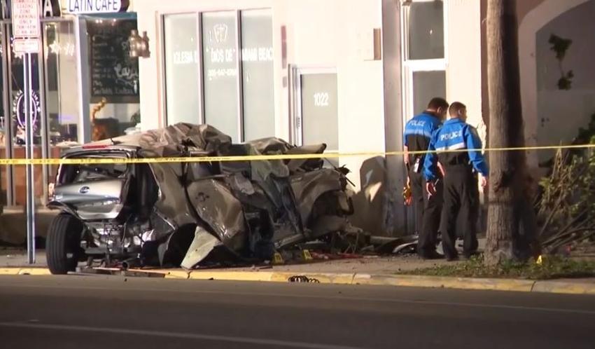 Fatal accidente en Miami Beach cuando un auto choca contra un edificio