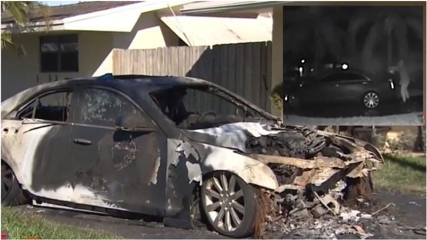 Cámaras captan como un hombre le prende candela a un carro afuera de una casa en el sur de la Florida