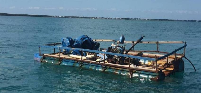 Doce balseros cubanos detenidos en los Cayos de la Florida, tras tocar tierra