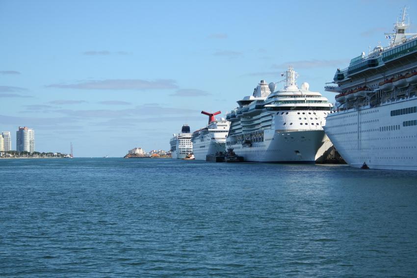 Crucero con médicos cubanos que no pudo desembarcar en La Habana regresa a Miami