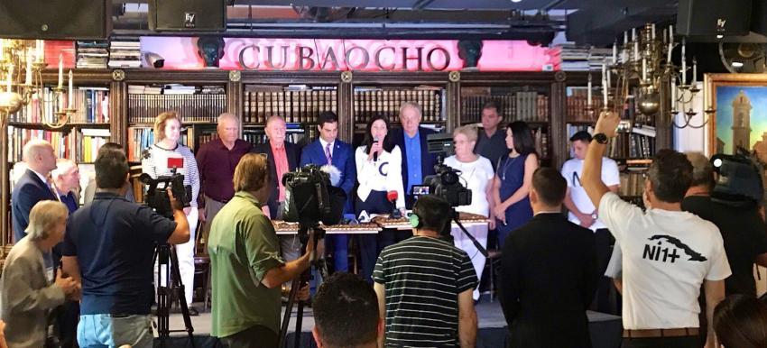 Cubanos exiliados en Miami piden desconocer los resultados del referendo