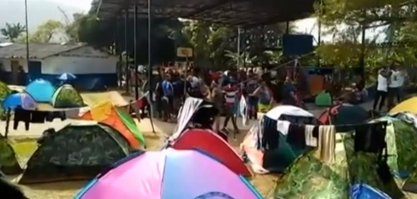 Pequeños grupos de cubanos logran pasar de Panamá a Costa Rica en su camino a los Estados Unidos