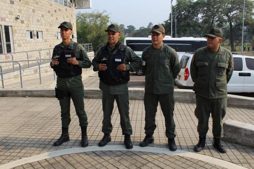 Desertan cuatro militares venezolanos que custodiaban la frontera con Colombia