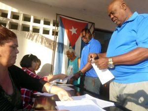Cierran los colegios electorales en Cuba y se comienzan a contar los votos