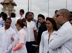 """Presentan ante el Congreso de EEUU resolución para restaurar el """"parole"""" a médicos cubanos"""