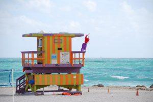 Funcionarios de salud de Florida aconsejan a las personas no nadar en dos playas de Miami, por altos niveles de contaminación fecal