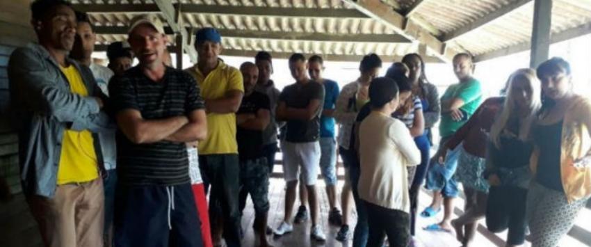 Un grupo de migrantes cubanos que buscaba atravesar Centroamérica para llegar a EEUU fueron detenidos en Panamá