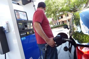 Informe semanal de AAA anticipa subirá el precio de la gasolina en Florida