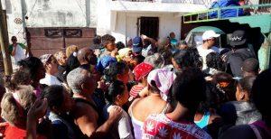 Habaneros denuncian que el Gobierno cubano no permite entregar ayudas directas a los damnificados, ellos monopolizan la distribución
