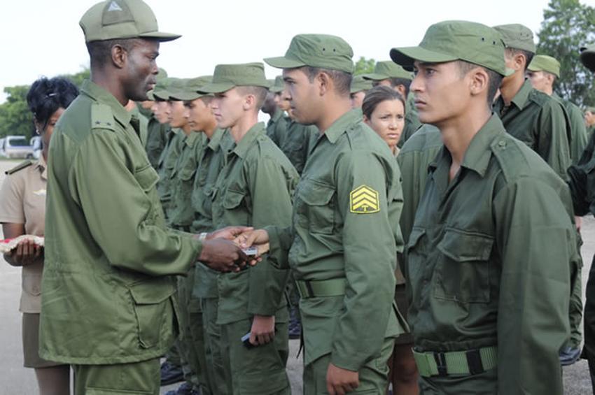Militares en Cuba dan su apoyo al dictador venezolano Nicolás Maduro