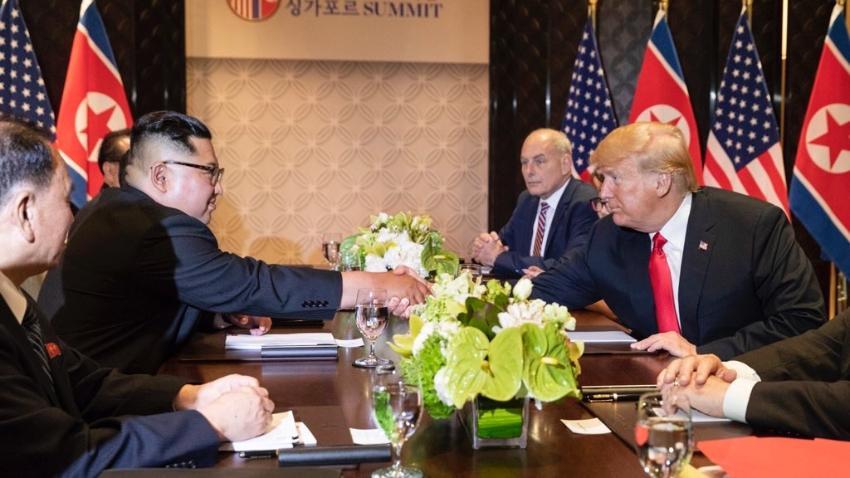 """Presidente Trump llama a Kim Jong-un """"Gran líder"""" y la ofreció ayuda para convertir a Corea del Norte en un gran país"""