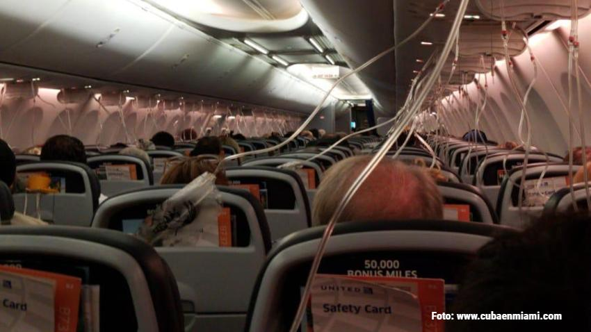 Pánico en vuelo de United Airlines saliendo de Fort Lauderdale: El avión perdió presión y salieron las máscaras de oxígeno