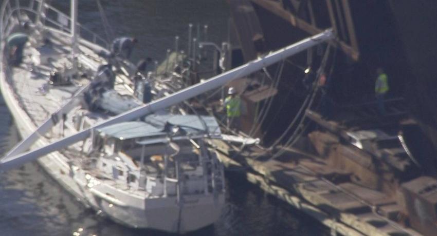 Un lesionado luego de que un velero golpeara un puente en Fort Lauderdale