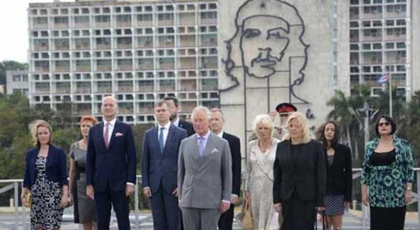 El príncipe Carlos del Reino Unido y su esposa rindieron tributo a José Martí en la Plaza de la Revolución, en su primer día en La Habana