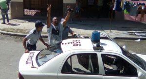 Arrestan dos veces a ex preso político cubano Ángel Moya afuera de la sede de las Damas de Blanco