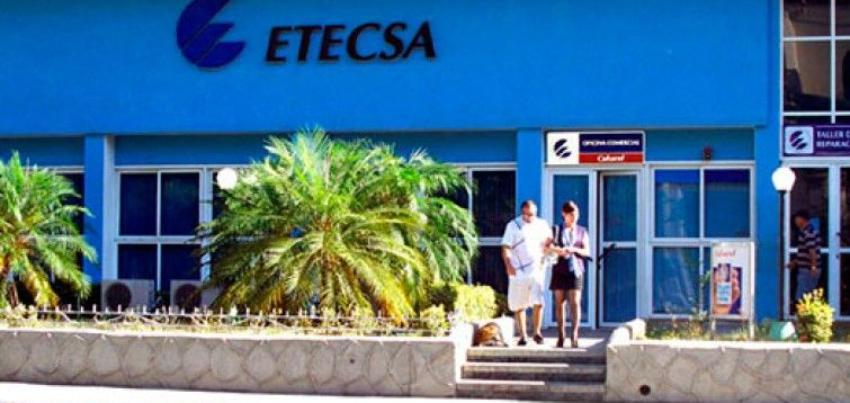 """ETECSA anuncia no aceptará pagos en CUC a partir de enero y la población se queja: """"En la Mesa Redonda dicen una cosa y la realidad es otra"""""""